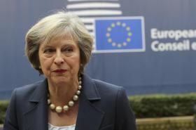 Therese Mayová přijíždí na svůj první bruselský summit