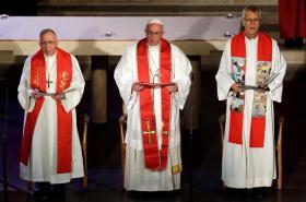 Papež František s luteránskými duchovními ve Švédsku