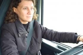 Taisia Jasinská, violoncellistka a řidička kamionu.