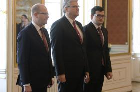 Prezident Zeman jmenoval Chvojku a Ludvíka novými ministry
