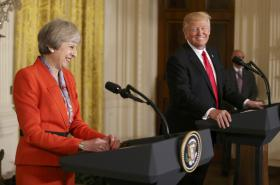 Theresa Mayová a Donald Trump