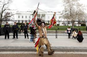Protest před Bílým domem proti stavbě ropovodu