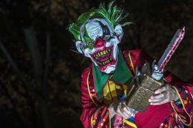 Děsivá halloweenský klaun v Německu