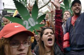 Demonstrace za legální konopí v Praze