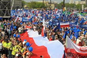 Protivládní demonstrace ve Varšavě