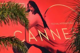 Plakát festivalu v Cannes