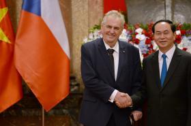 Český prezident Miloš Zeman a vietnamský prezident Tran Dai Quang