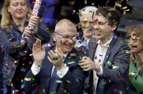 Zelení oslavují schválení sňatků homosexuálů