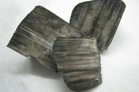 Kusy lithiového kovu