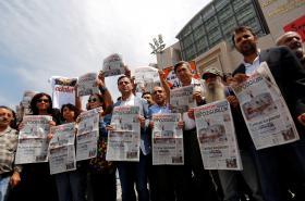 Demonstrace za propuštění tureckých novinářů