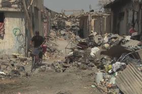 Ulice Mosulu plné trosek