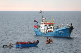 Jugend Rettet během záchranné akce ve Středozemním moři
