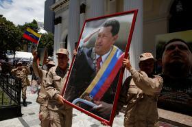 Ústavodárné shromáždění uctilo památku Huga Cháveze