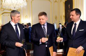 Béla Bugár, Robert Fico a Andrej Danko při podpisu koaliční smlouvy