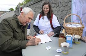 Kandidát na funkci prezidenta Michal Horáček zahájil sběr podpisů pod petiční archy na prezidentské volby