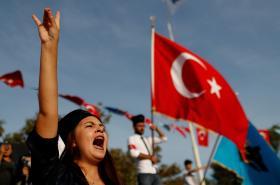 Protesty proti kurdské nezávislosti v Turecku