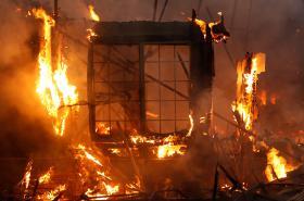 Hořící dům v Santa Rose