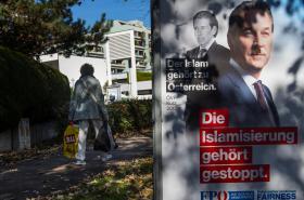 Poškozený plakát FPÖ