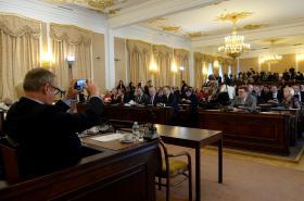 Schůze sněmovny kvůli memorandu o těžbě lithia