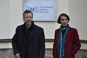 Jiří Langmajer a Lenka Vlasáková při natáčení Labyrintu III