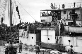 Židovští imigranti mířící v roce 1947 do Haify