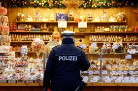 Policie na vánočních trzích v Německu