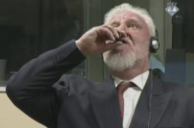 Slobodan Praljak vypil u soudu v Haagu při vynášení rozsudku jed