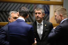 Premiéři zemí V4 Orbán, Morawiecki, Babiš a Fico během jednání v Bruselu