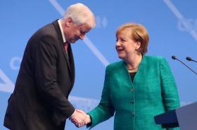 Seehofer a Merkelová na sjezdu CSU
