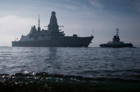 Britské námořnictvo (torpédoborec HMS Dragon)