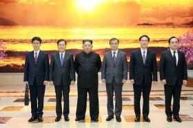 Kim Čong-un s jihokorejskou delegací