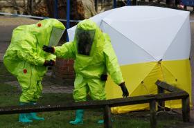 Extrémní zabezpečení jednotek u vraždy Skripala