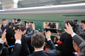 Kim Čong-un navštívil s manželkou Peking (fotografie severokorejské agentury KCNA)