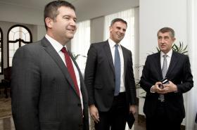 Jan Hamáček, Jiří Zimola a Andrej Babiš při dřívějším jednání