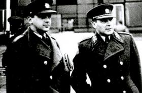 Jedna z posledních fotografií na svobodě – se synem Milanem ve Střešovicích (duben 1948)