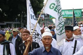 Protestující muslimové v Indonésii