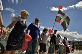 Baskové vytvořili lidský řetěz dlouhý přes 200 kilometrů