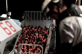 Záchrana migrantů posádkou lodi Aquarius