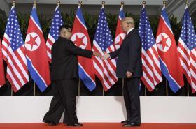 Kim Čong-un a Donald Trump se sešli v Singapuru