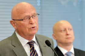Václav Pačes a generální ředitel ČEZ Daniel Beneš (na snímku z roku 2014)