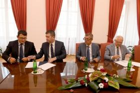 Lídři ANO a ČSSD při podpisu koaliční smlouvy