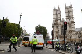 Policie uzavřela po incidentu oblast kolem parlamentu