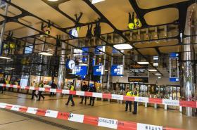 Uzavřené hlavní nádraží v Amsterdamu