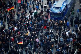 Policisté blokují demonstraci v Chemnitzu