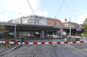 Uzavřený most na Vltavské