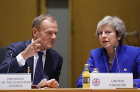 Donald Tusk a Theresa Mayová