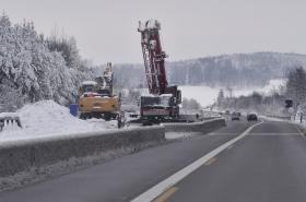 Opravovaný úsek dálnice D1 s uzavřenými levými pruhy mezi Humpolcem a Větrným Jeníkovem na 103. km (16. prosince 2018)