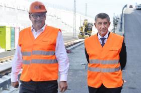 Ministr dopravy Dan Ťok a premiér Andrej Babiš