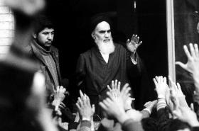 Ajatolláh Chomejní během revoluce v roce 1979