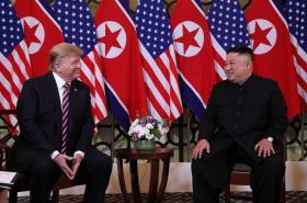 Donald Trump a Kim Čong-un během druhého společného setkání